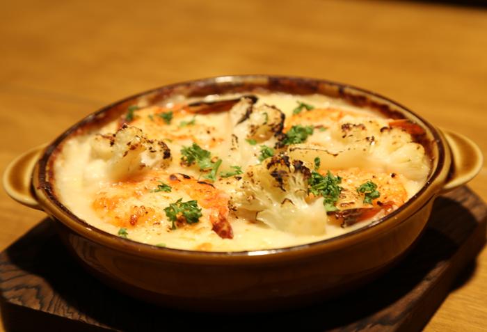 チーズと野菜のソースが絡み合う、体に優しいグラタン