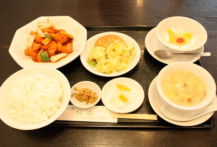 2品、スープ、大根甘酢、ザーサイ、杏仁豆腐